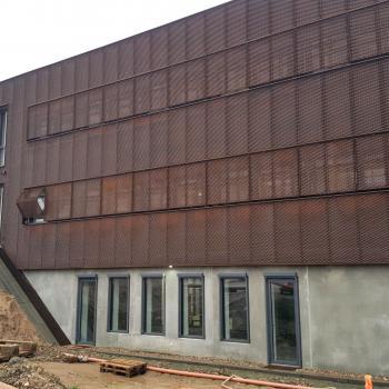 Mekanisk facadebeklædning til OUH i Odense